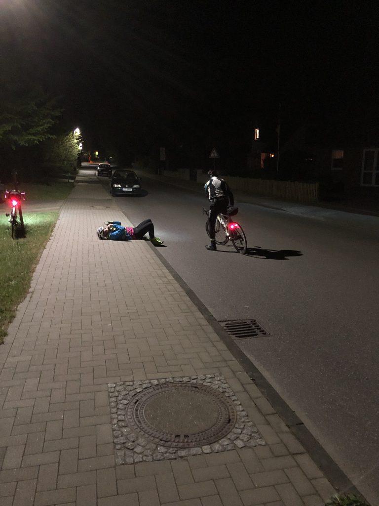 Kleine Pause auf dem Bürgersteig