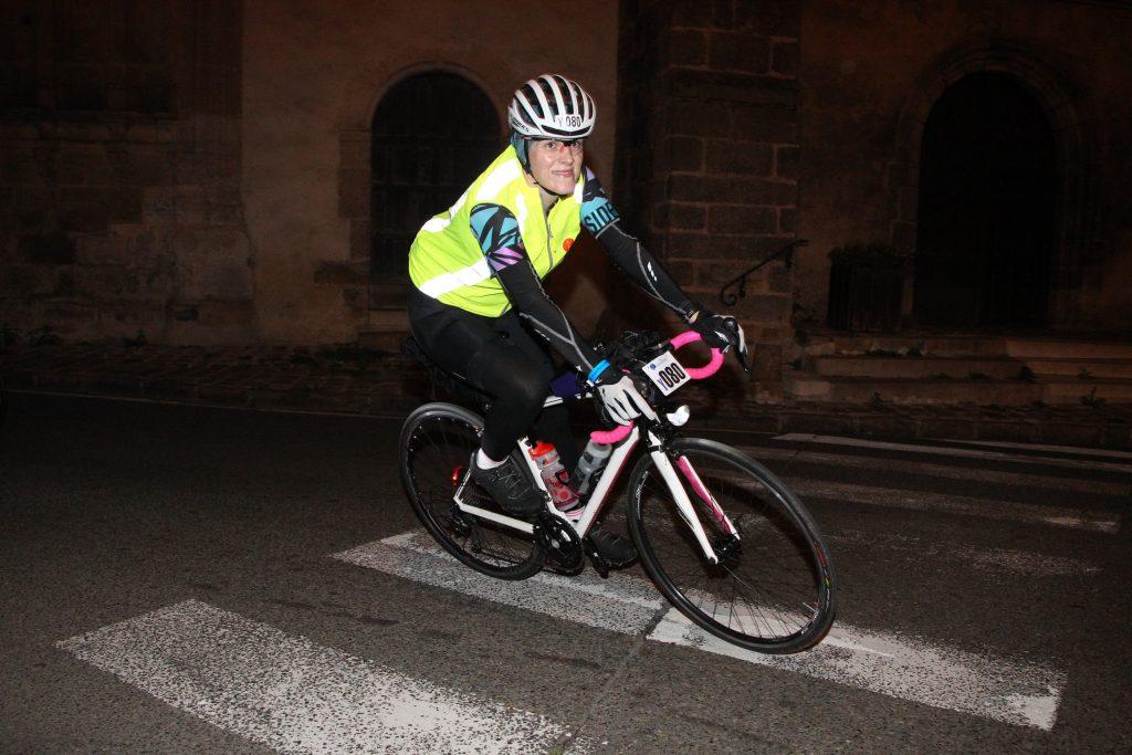 Auch nachts wird Rad gefahren bei Paris-Brest-Paris 2019